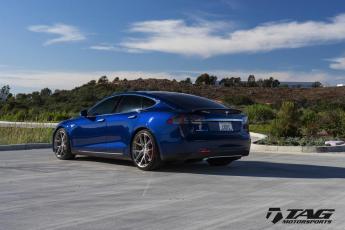 """15' Model S on 20"""" HRE P101 Wheels"""
