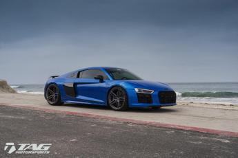 17' R8 on Vossen HC-1 Wheels