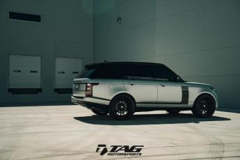 "17' Range Rover on 24"" HRE S200 Wheels"