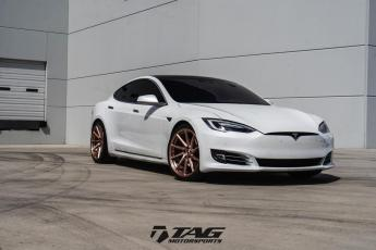 17' Tesla on Vossen Forged