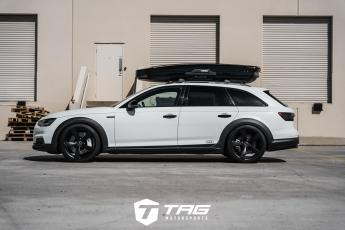 Allroad with TAG Blackout and Thule Skibox